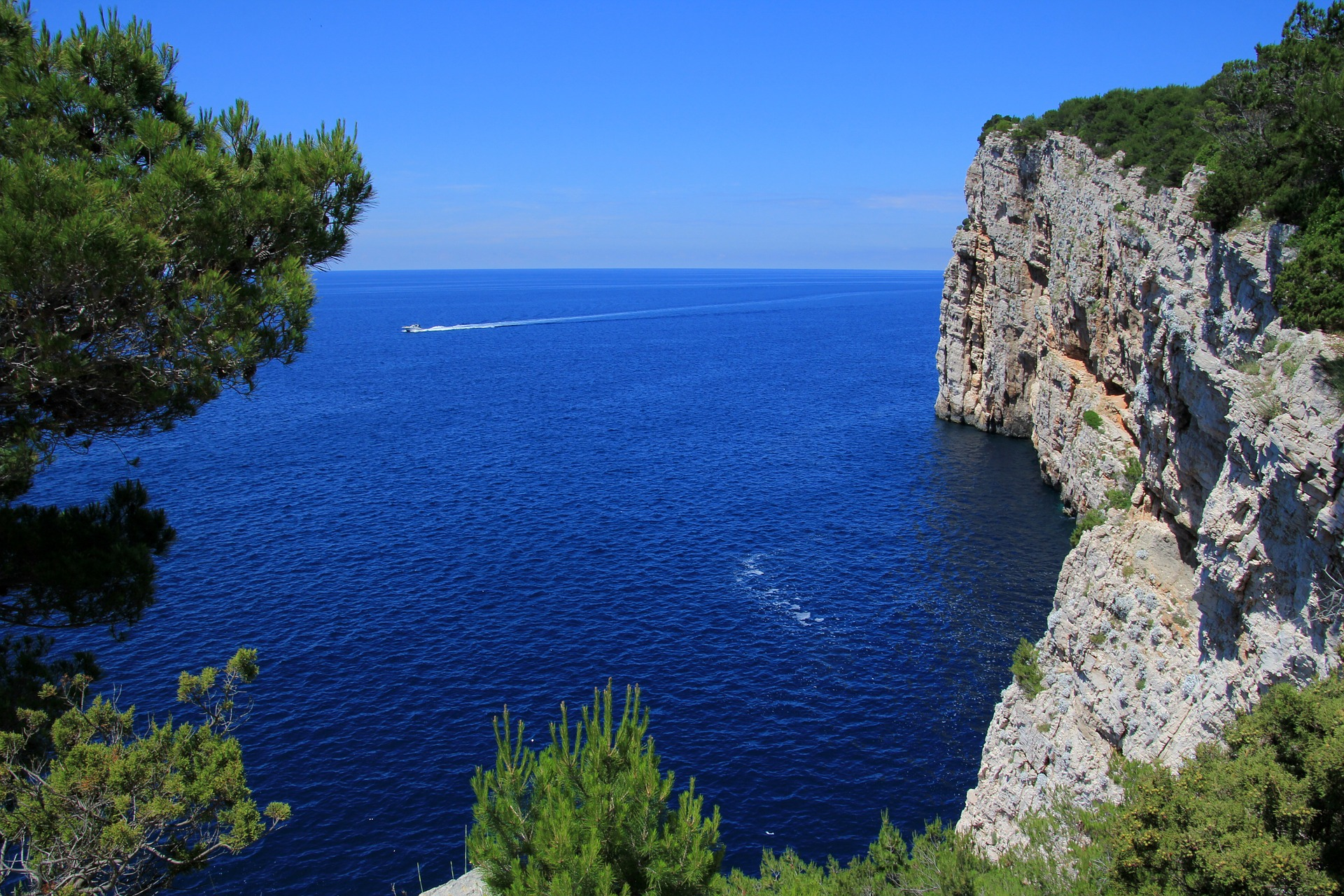 Croatia rent a boat