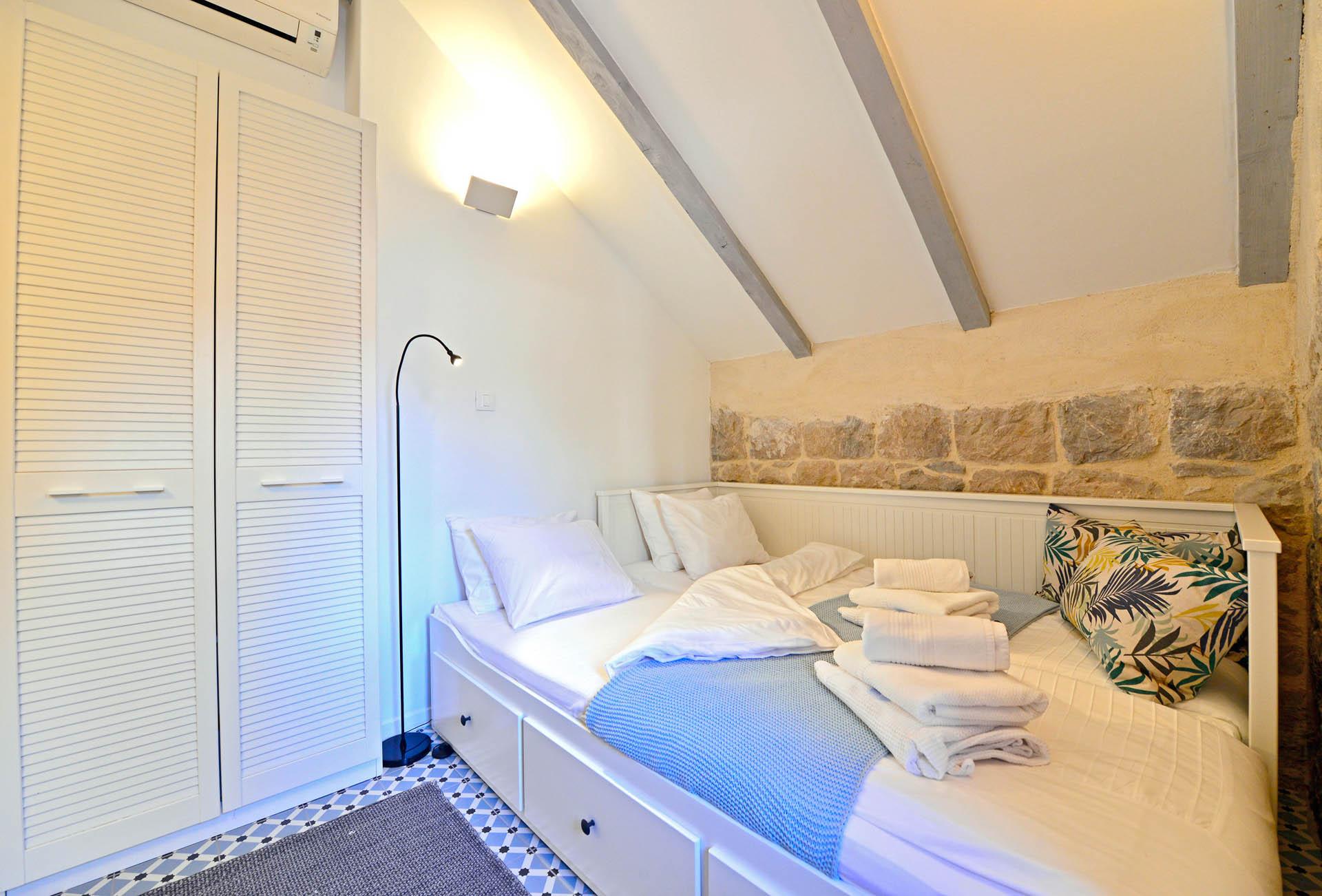 Vila za odmor sa bazenom, spavača soba