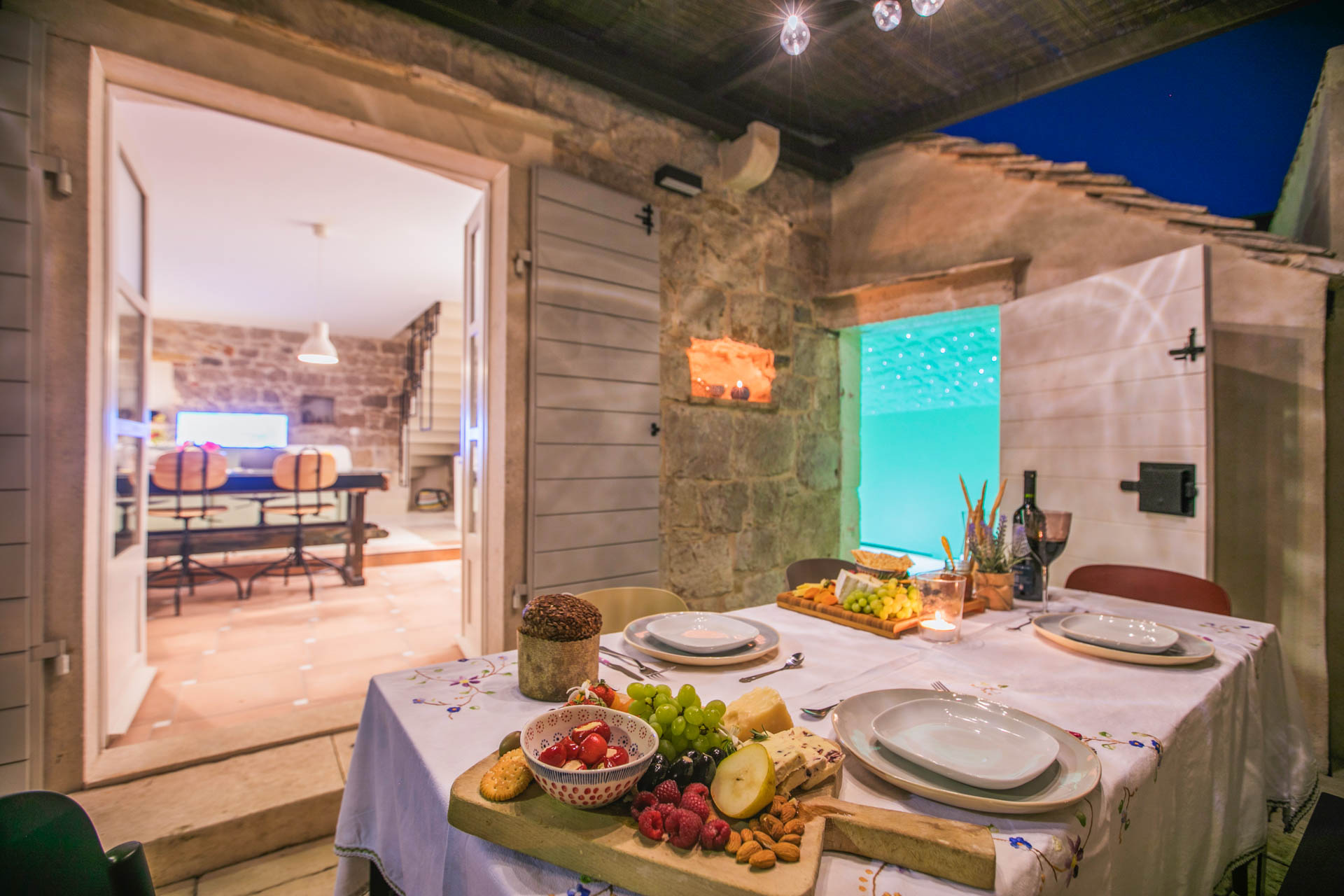 Vila za odmor s bazenom, prekrasnom vanjskom terasom sa stolom za blagovanje