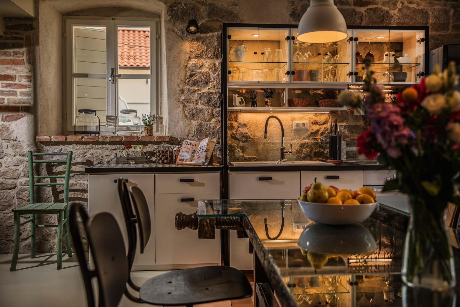 Vila za odmor s bazenom, prelijepa vanjska kuhinja