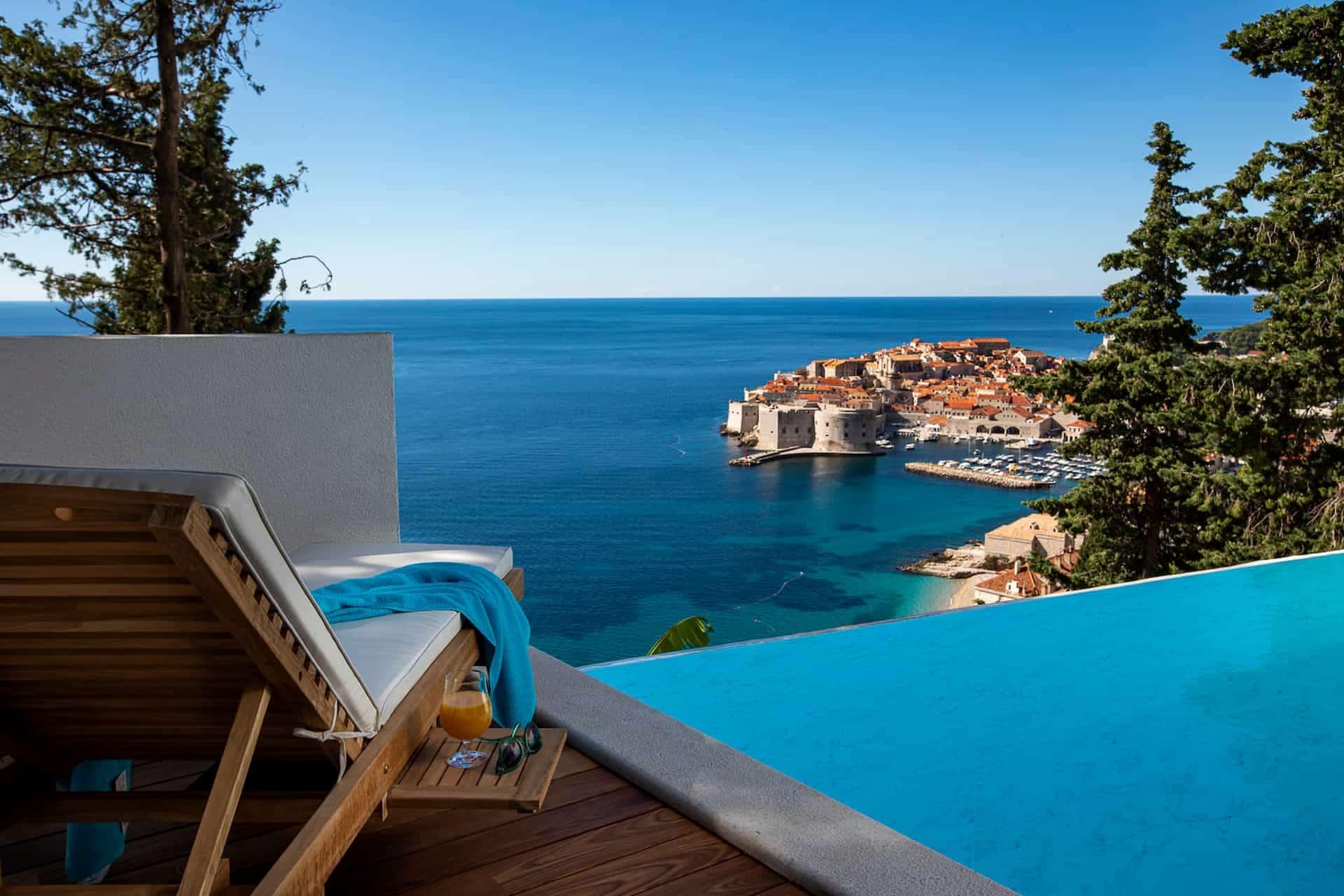 Čarobna vila s bazenom i pogledom na more