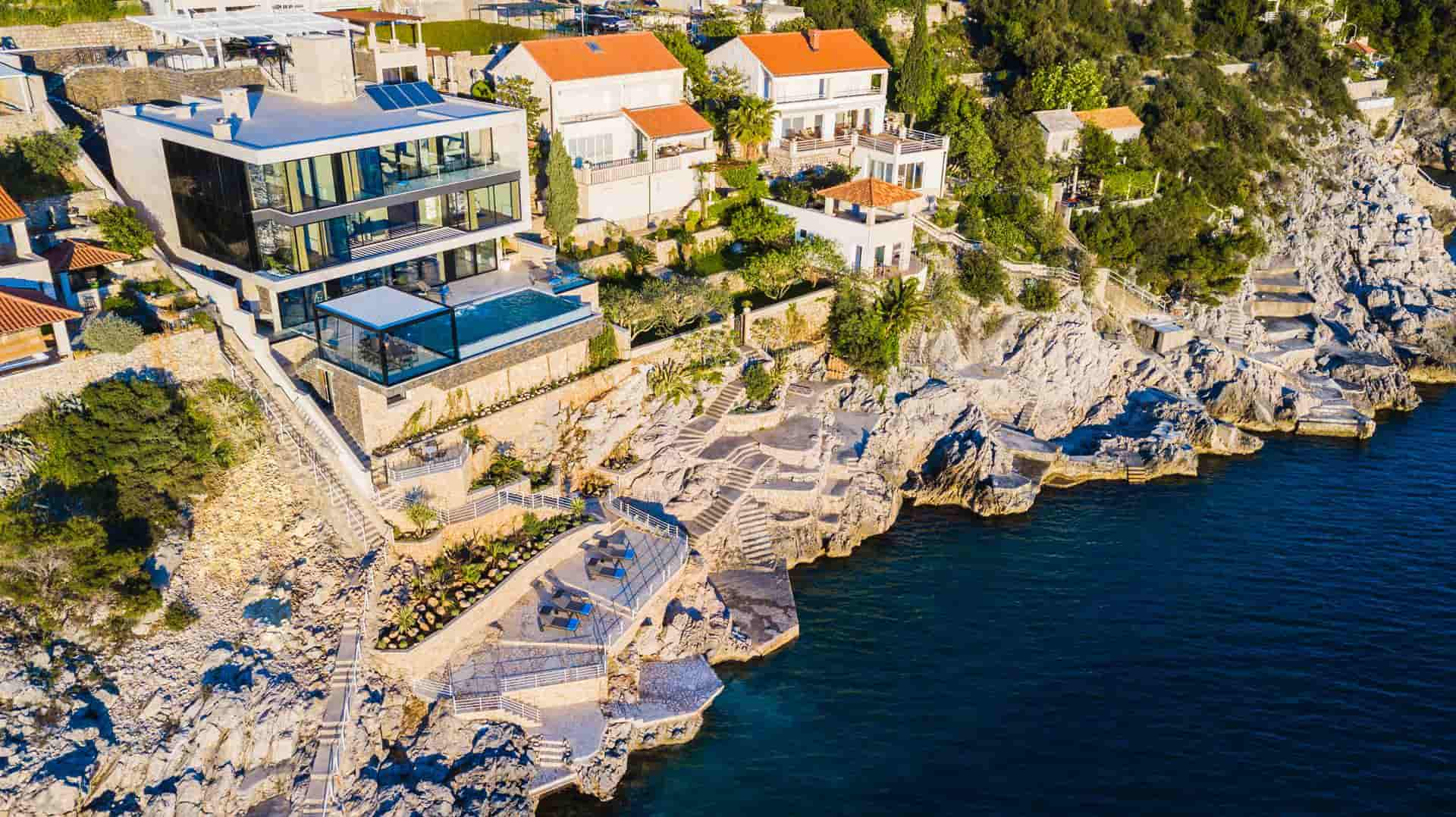 Super luksuza vila s bazenom,  direktno kraj mora