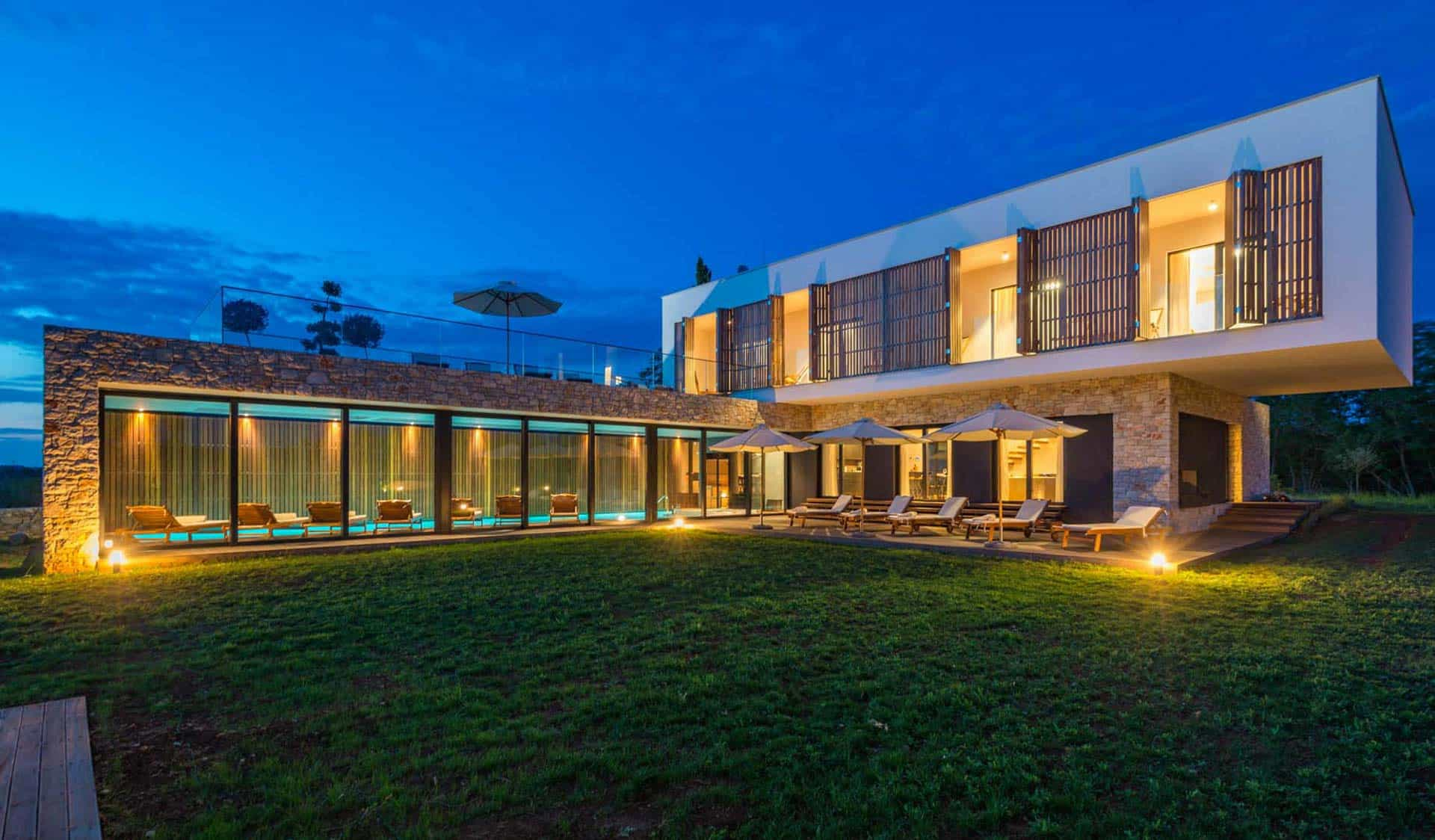 Villa sa unutarnjim bazenom i saunom