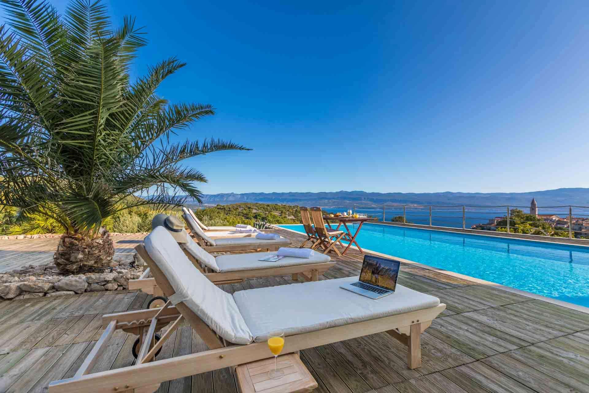 Luxusvilla mit 90m2 Pool und Tennisplatz
