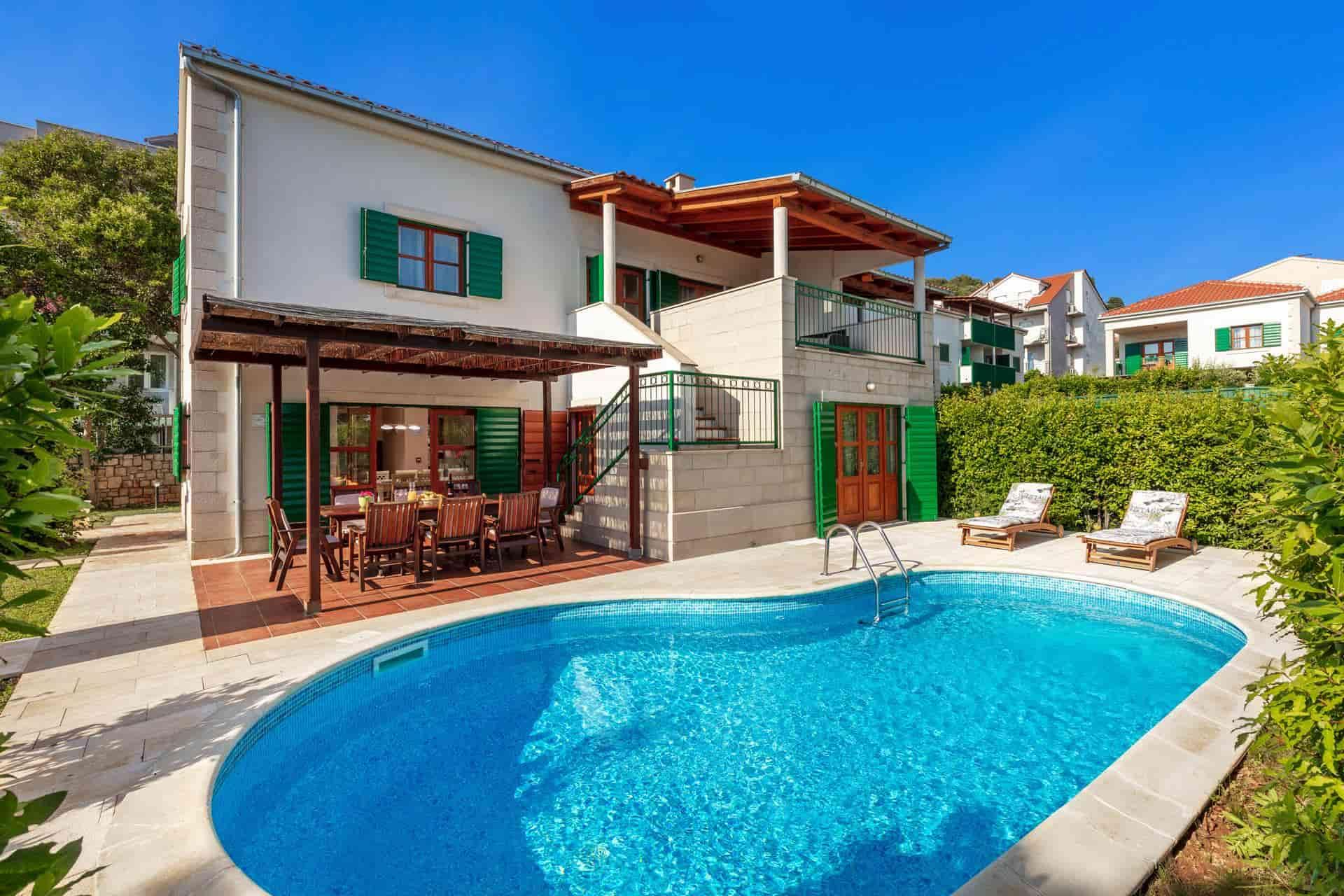Schöne Villa mit Pool, 70 Meter vom Strand entfernt
