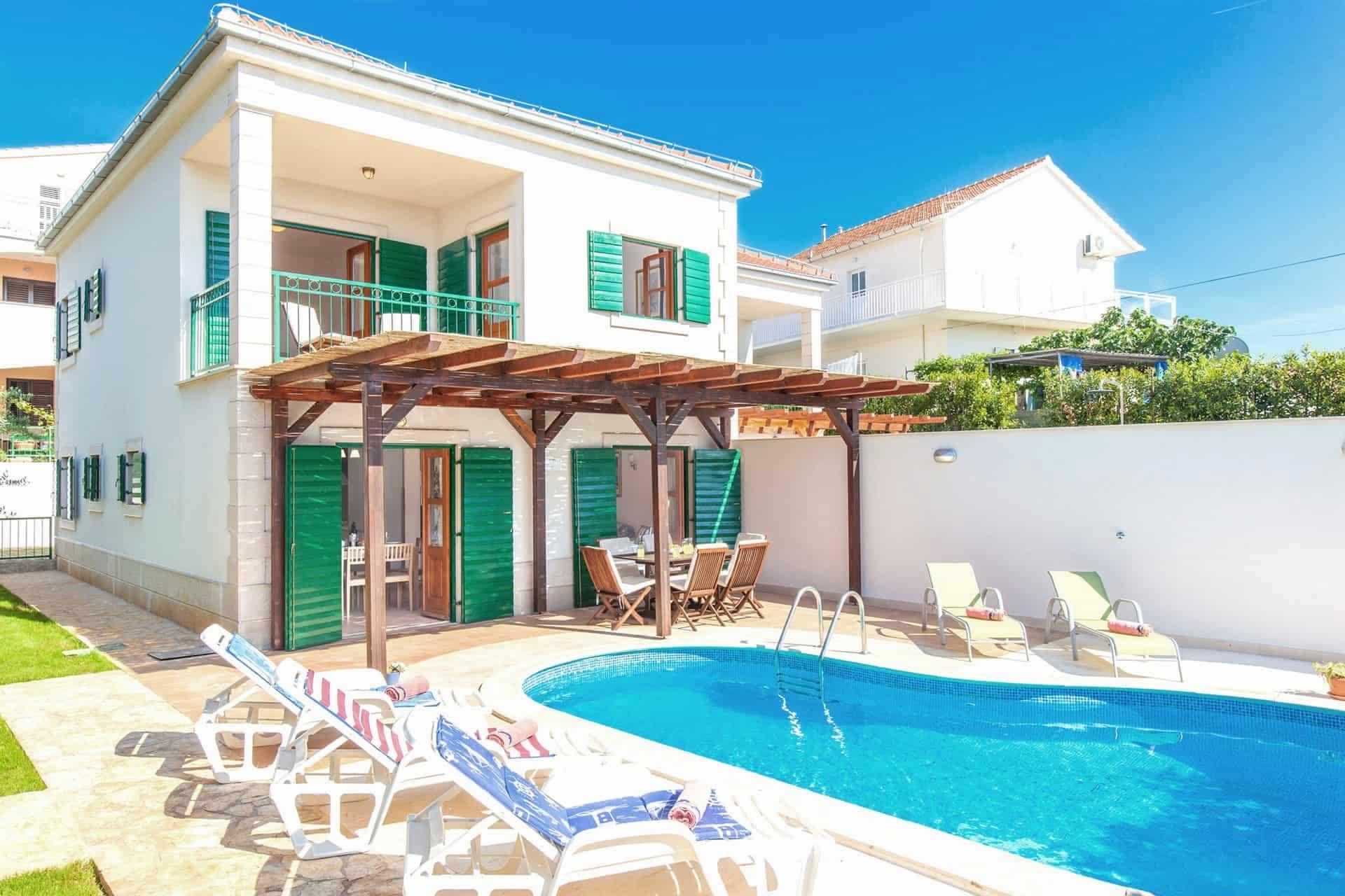 Romantische Villa mit Pool, in der Nähe des Meeres