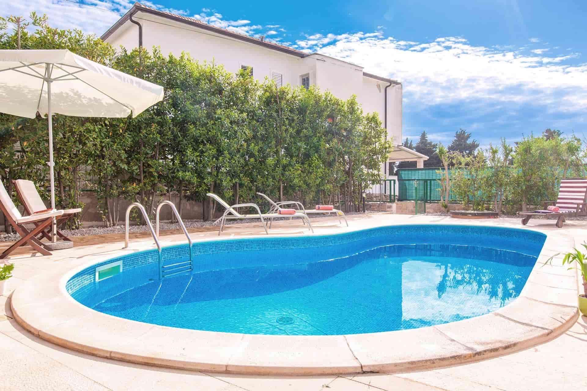 Romantische Villa mit Pool, 100 m vom schönen Strand entfernt