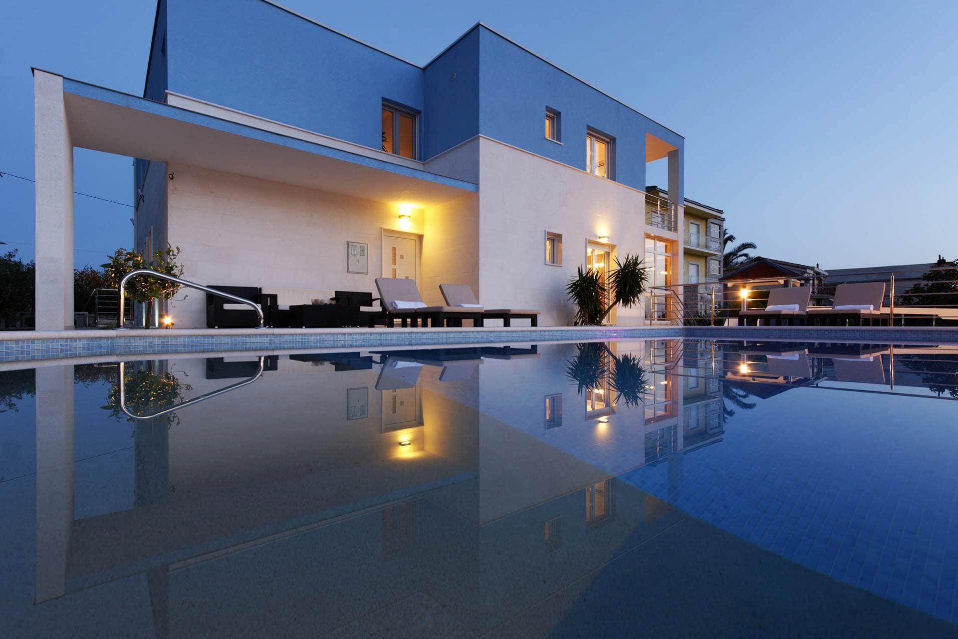 Moderna vila s bazenom i prekrasnim pogledom