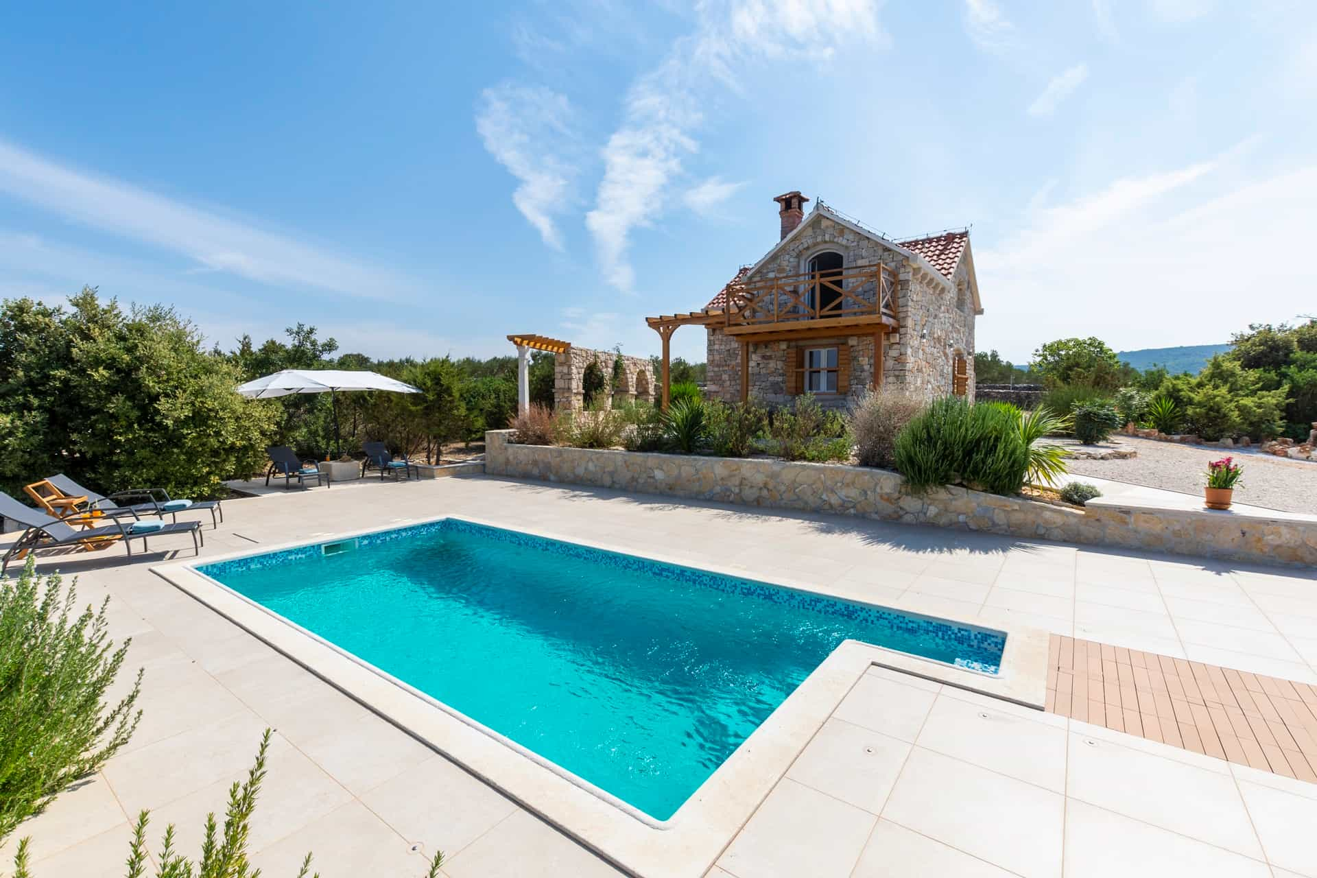 Šarmantna vila s bazenom i pogledom na more