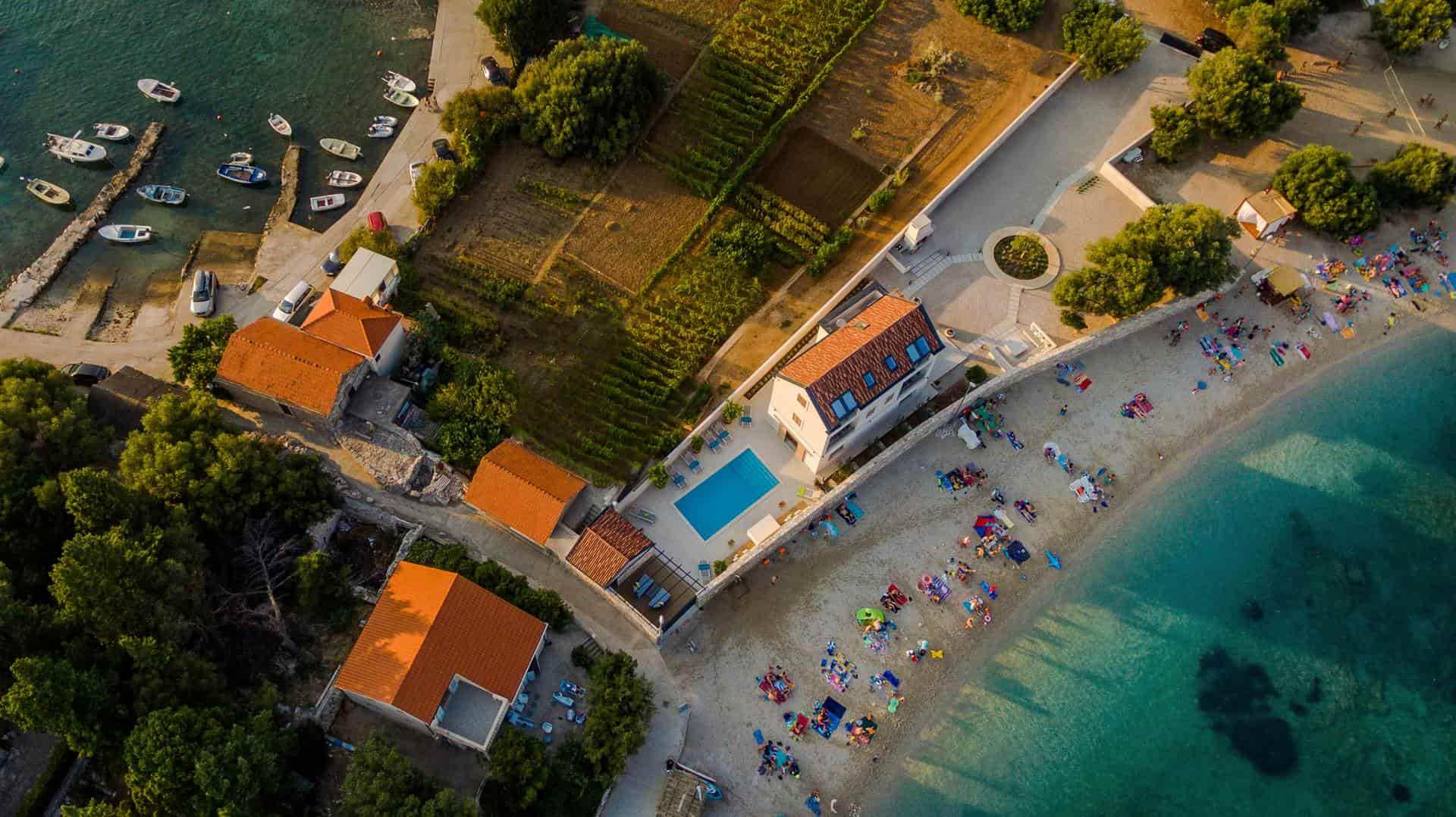 Luksuzna moderna vila kraj mora