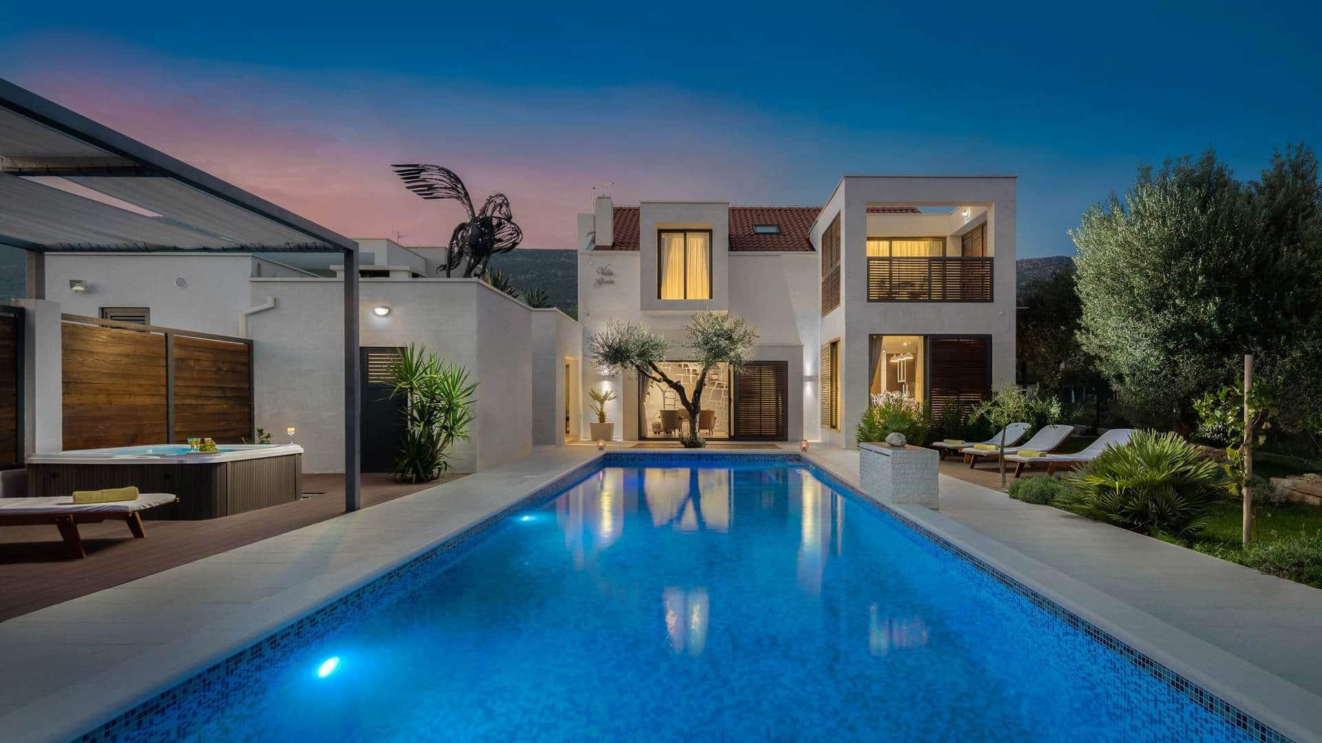 Moderna vila s bazenom i jacuzzijem