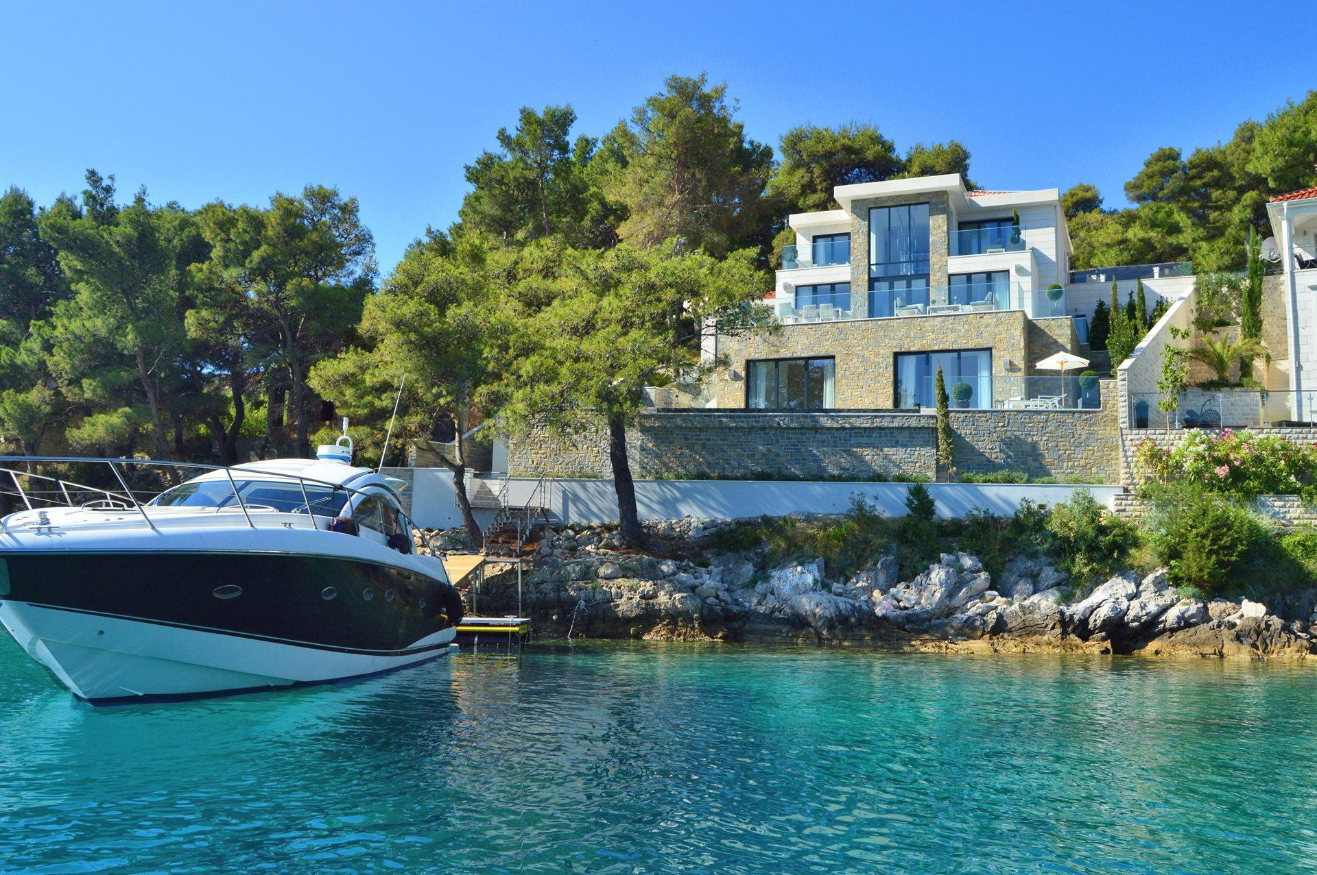 Spektakularna vila na moru s bazenom