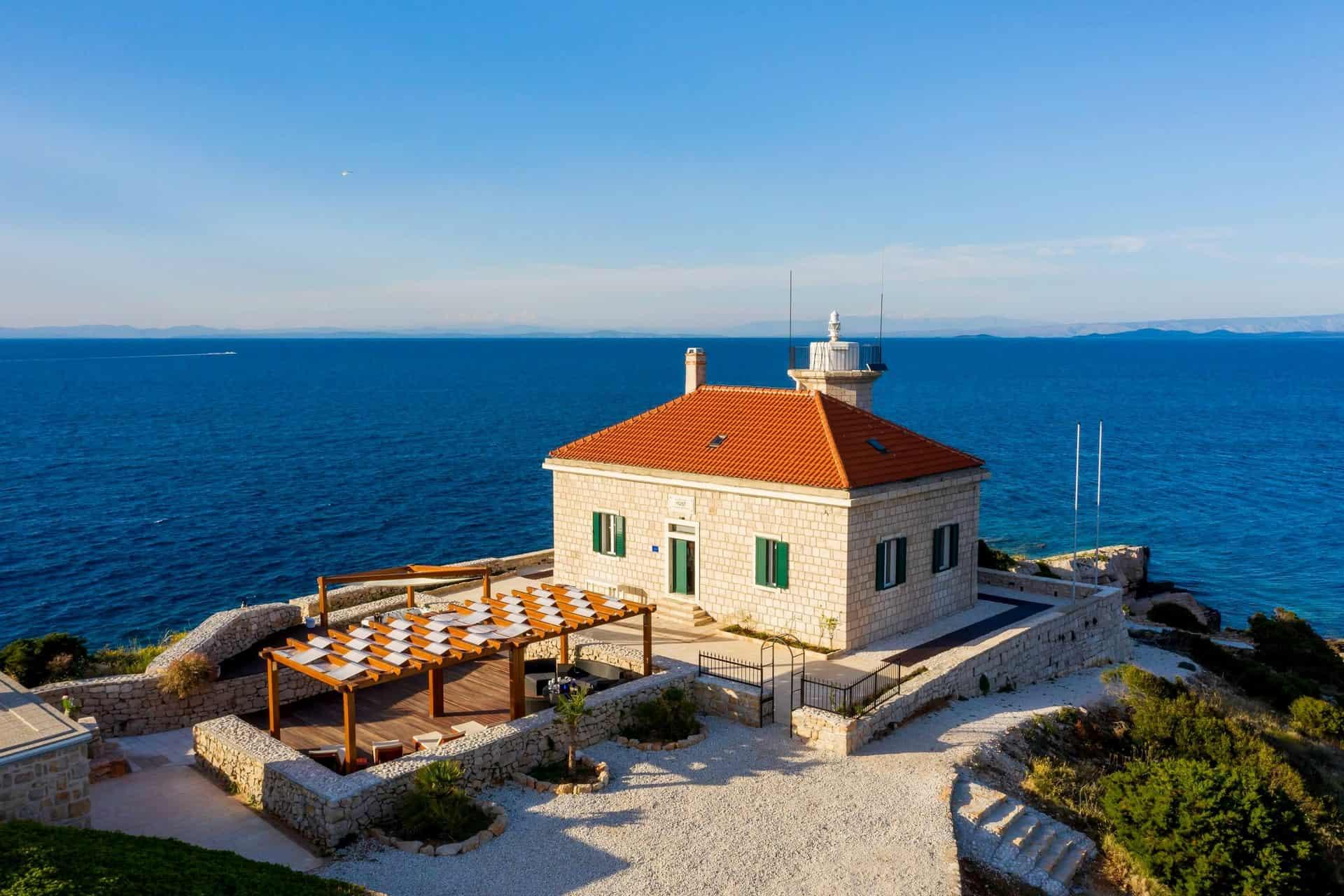 Luksuzni svjetionik direktno na moru
