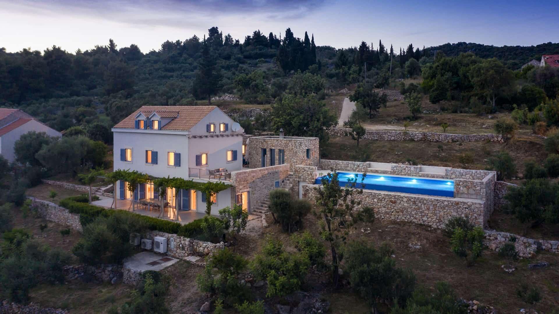 Luxusvilla mit Pool, schöne Natur