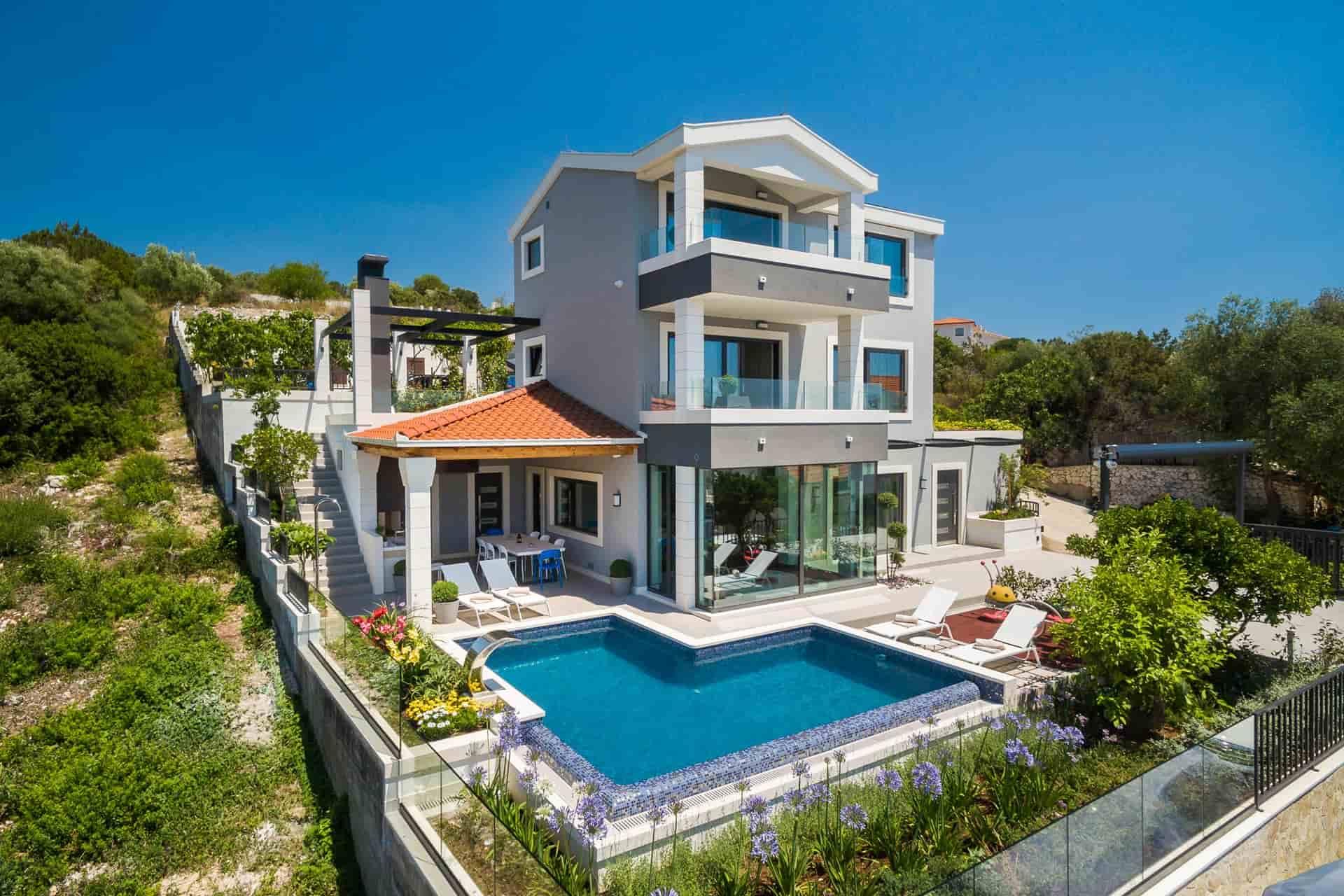 Luksuzna vila s bazenom , 40 metara od plaže