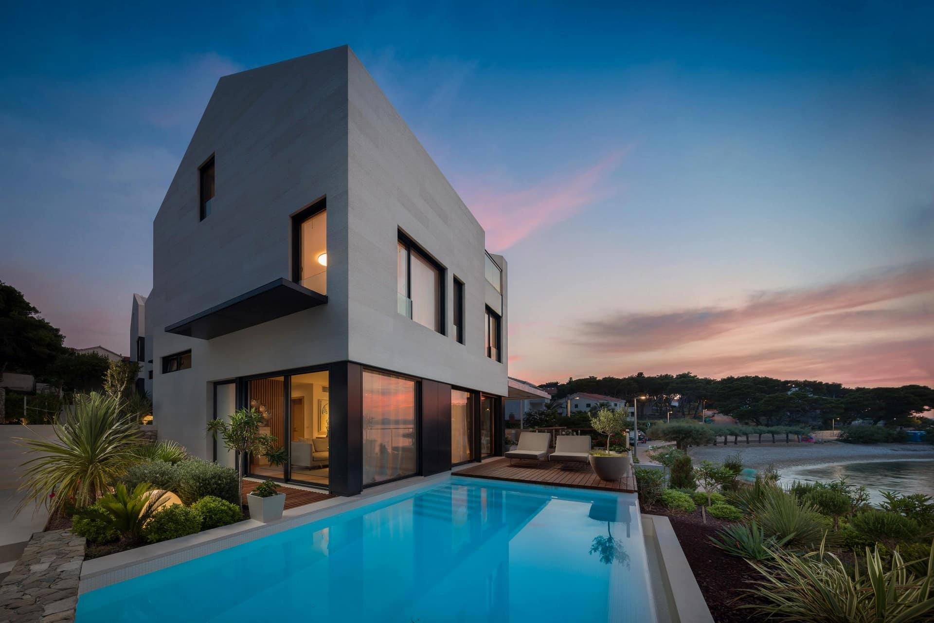 Luksuzna vila s bazenom i prekrasnim pogledom