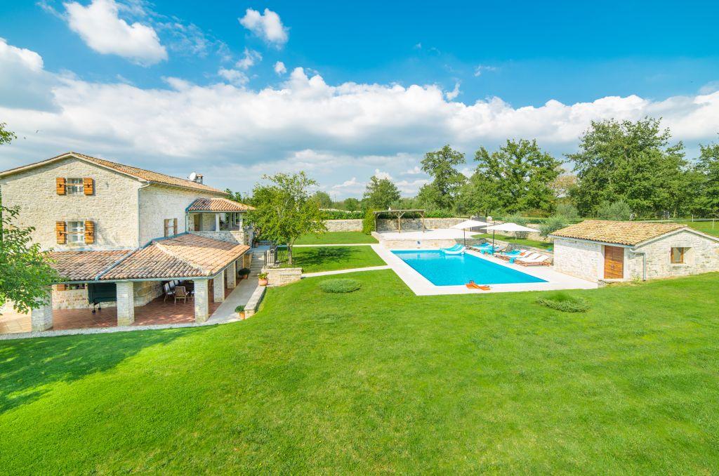 Šarmantna vila s bazenom u lijepoj prirodi
