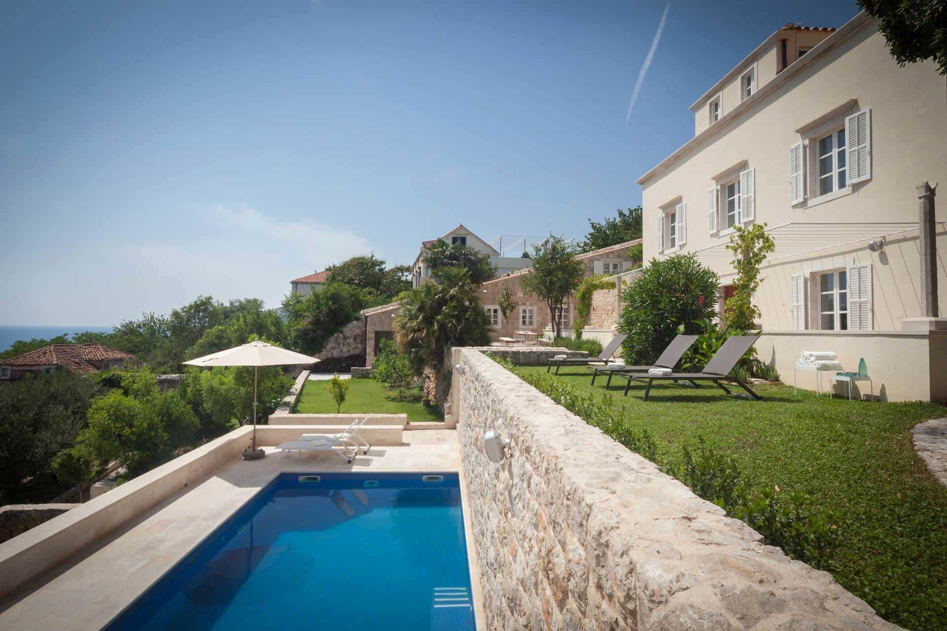 Luksuzna villa sa 7 soba i bazenom