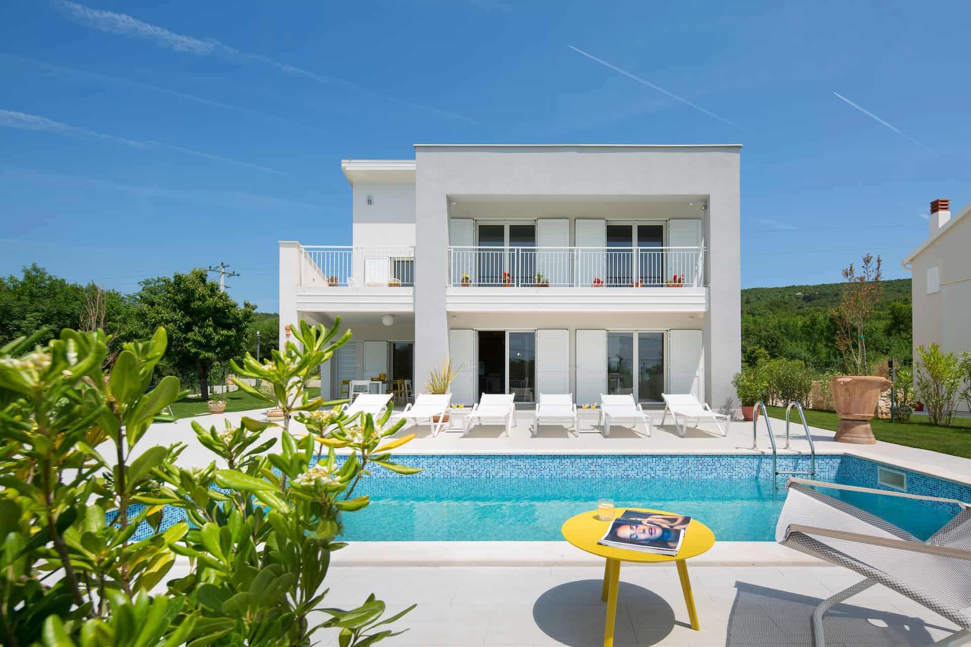Villa s četiri spavaće sobe i bazenom