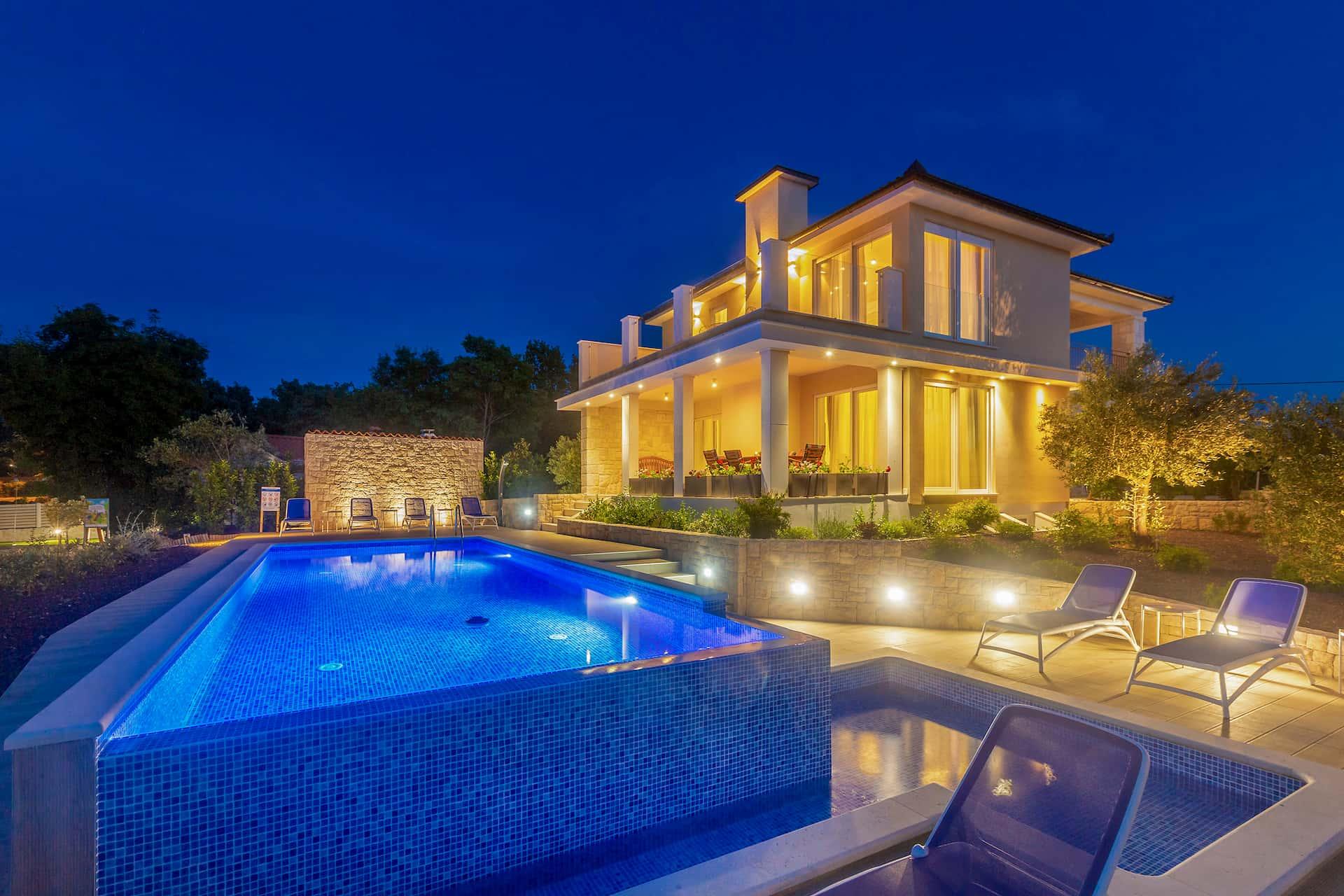 Schöne Villa in ruhiger Umgebung mit Pool