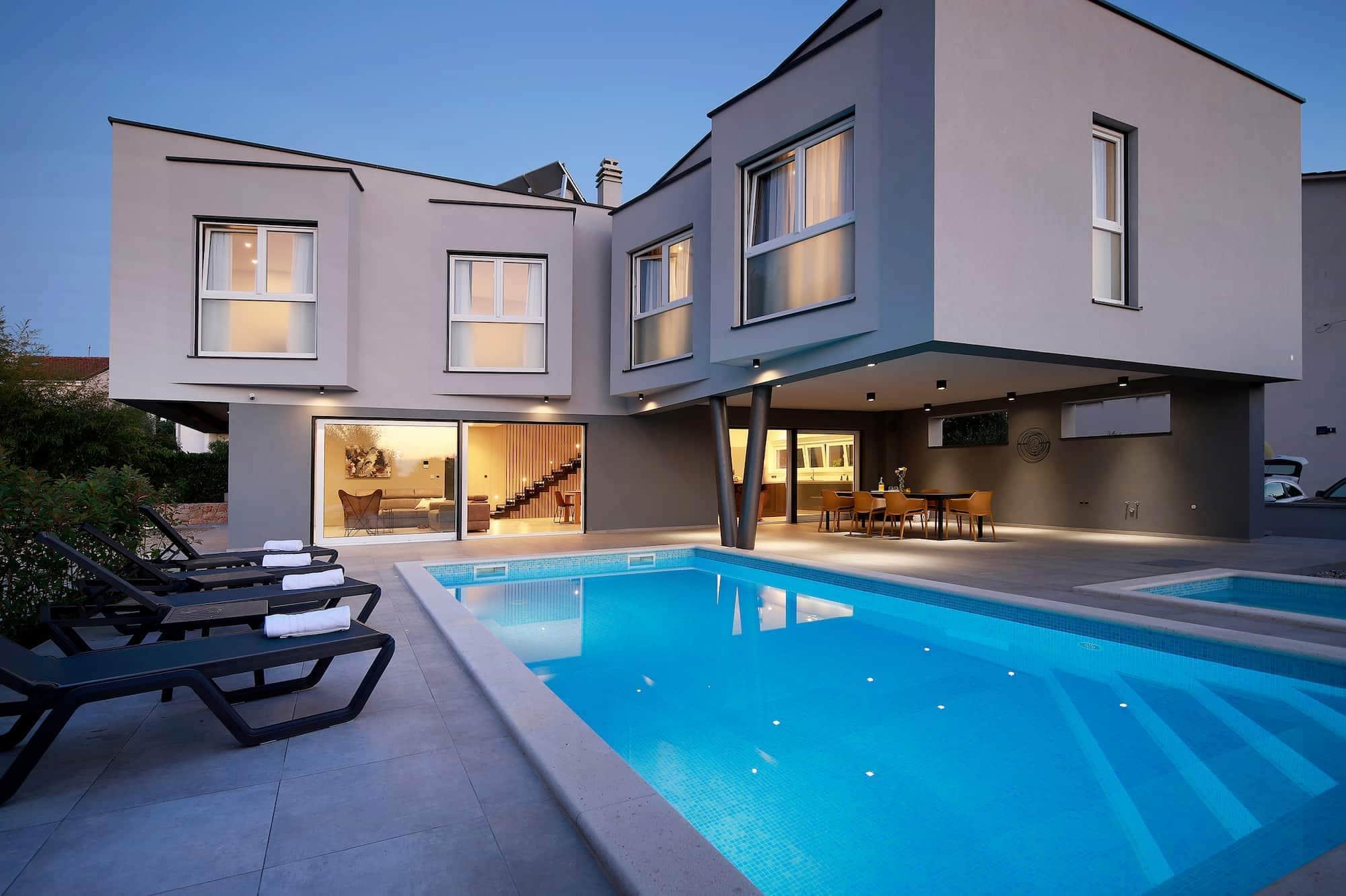 Luxuriöse Villa mit Pool, großem Garten, 250 m vom Meer