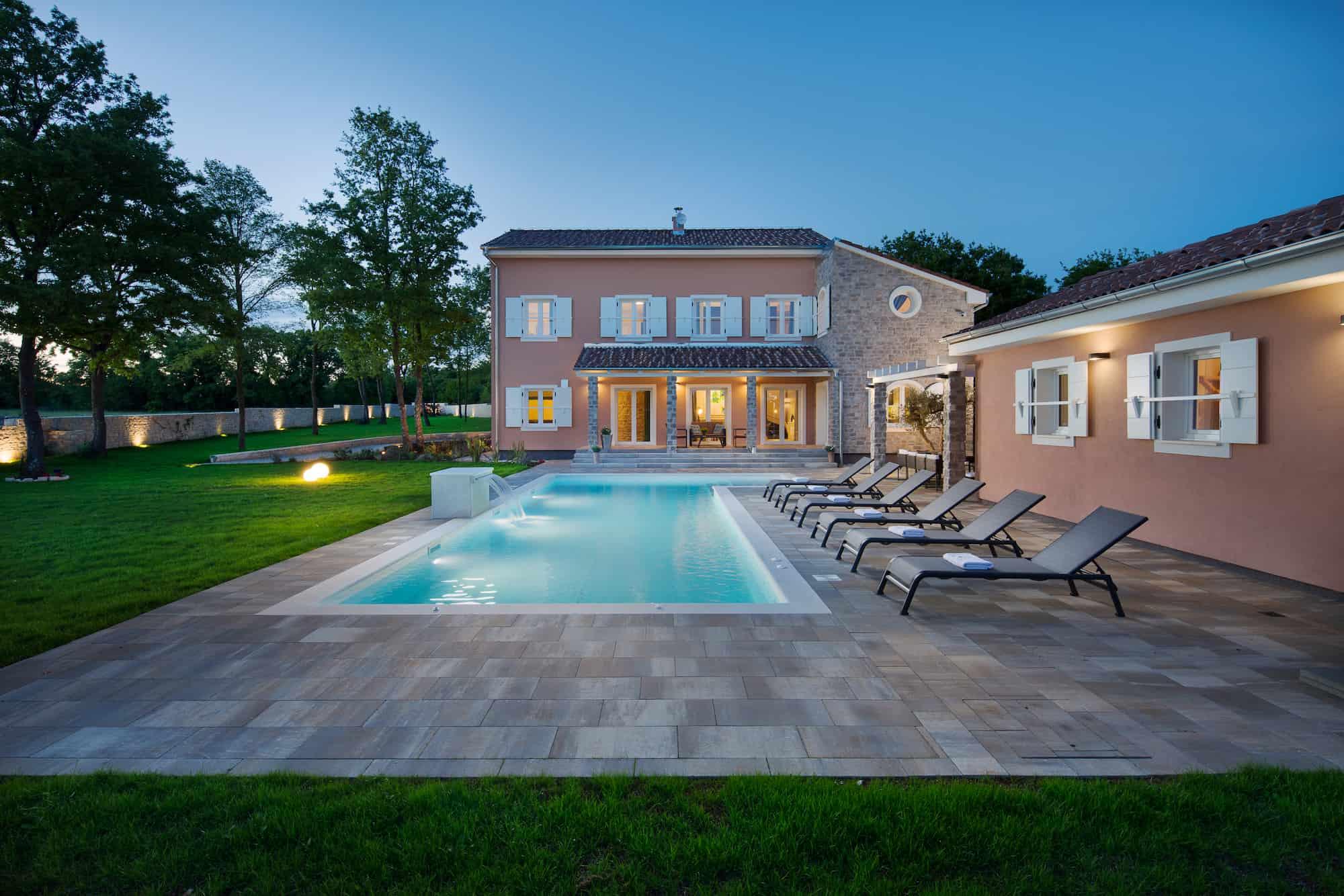 Super luksuzna vila s bazenom i vinskim podrumom