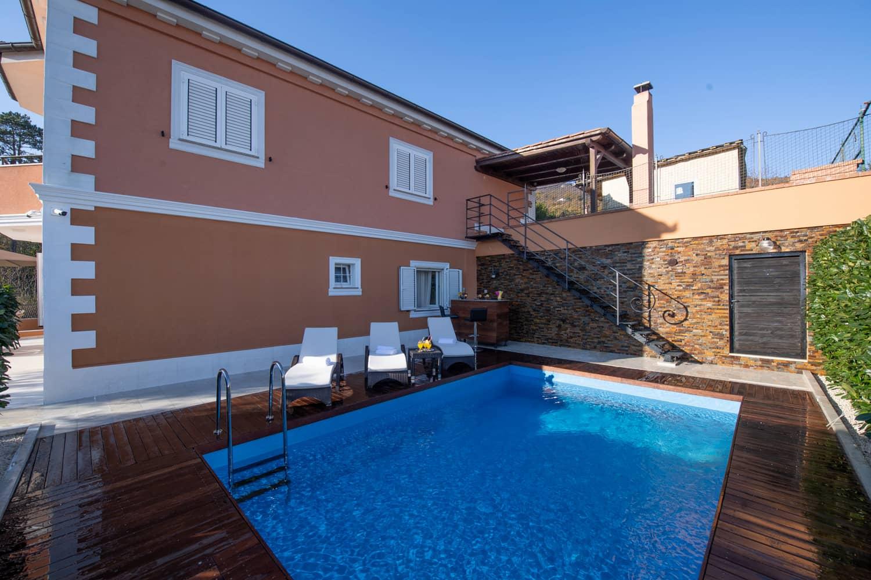 Elegante Villa mit Pool, in der Strandnahe