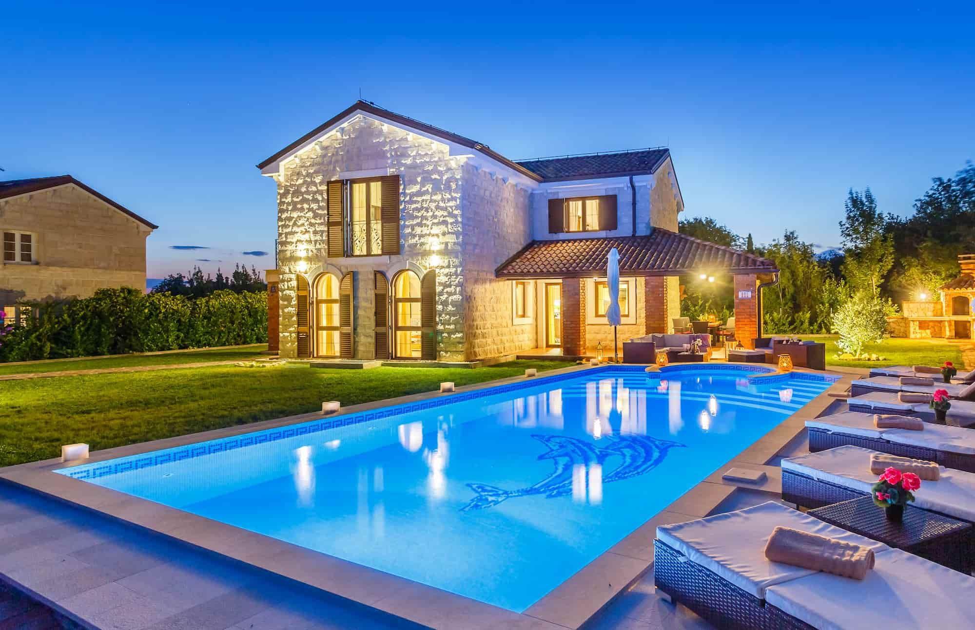 Stein Villa mit Pool und beheizter Innenpool