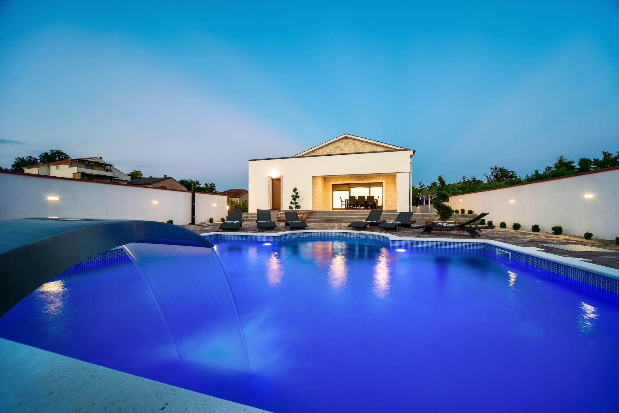 Vila s bazenom, u srcu vinograda, blizina pješčane plaže