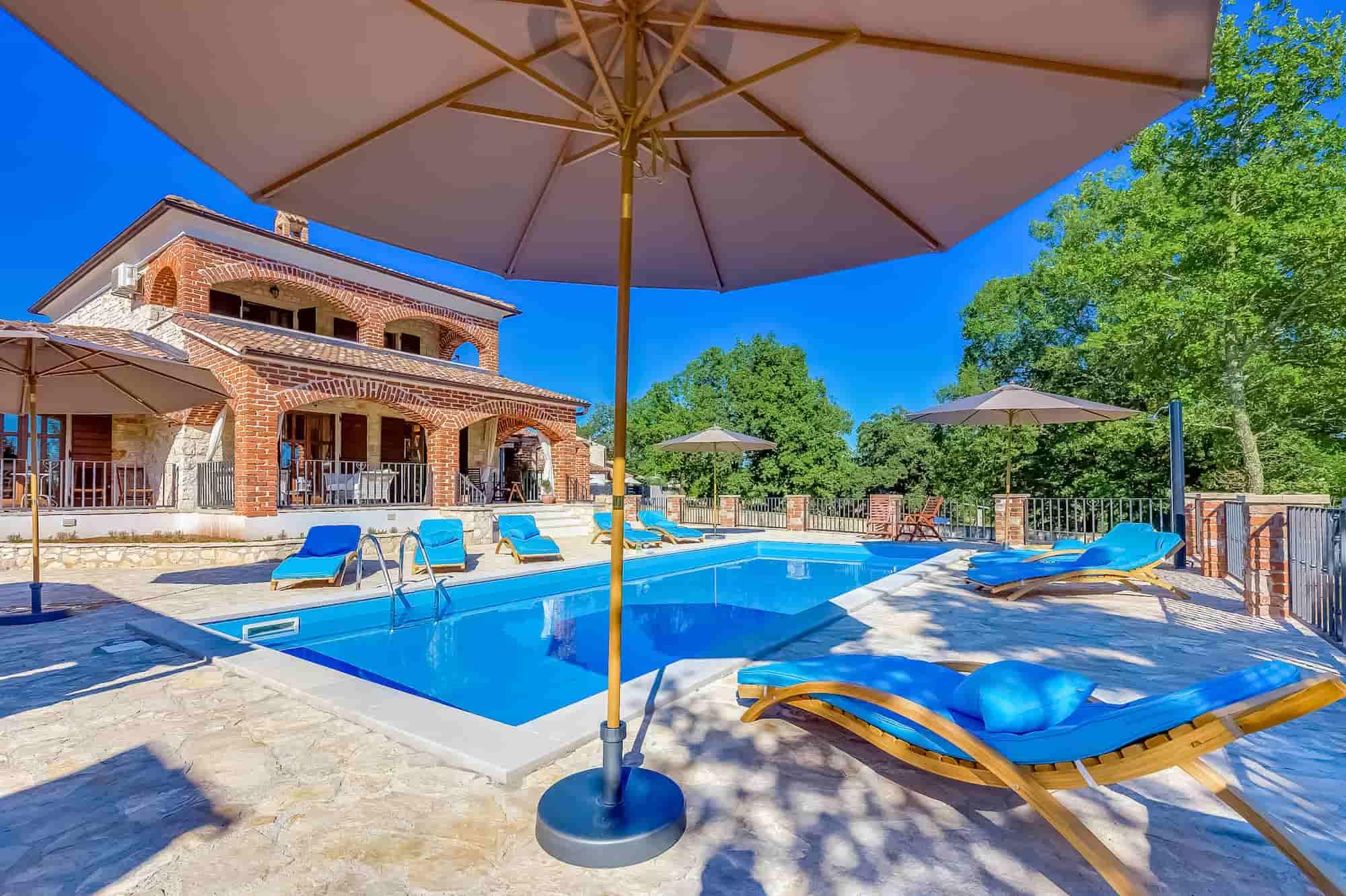 Vila s bazenom i jacuzzijem, luksuzno namještena