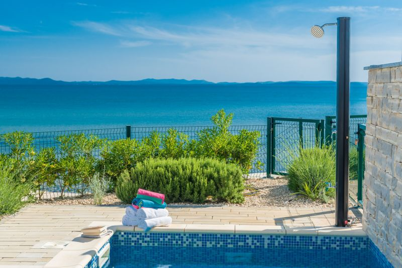 TRAV 27 - Vila s bazenom, na samoj plaži s prekrasnim pogledom