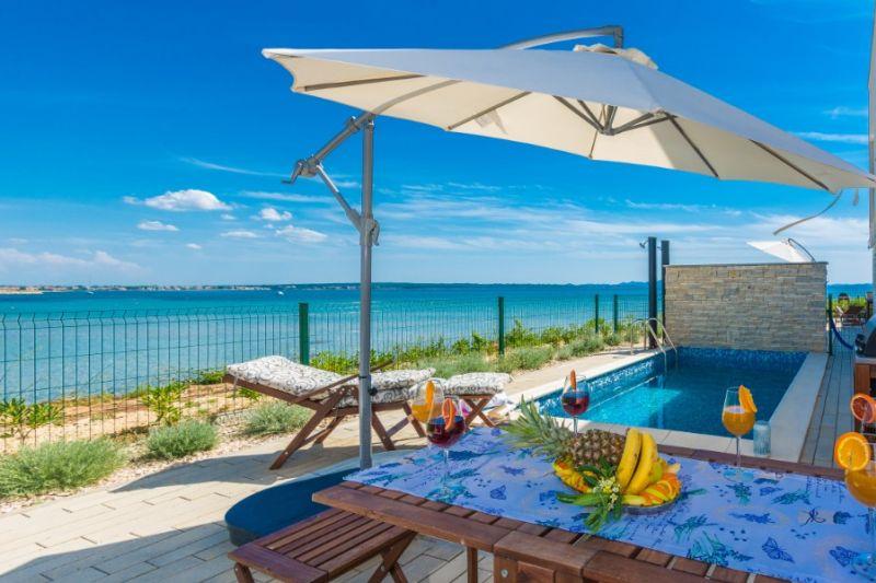 TRAV 35 - Moderna vila s bazenom, na 5m od pješčane plaže