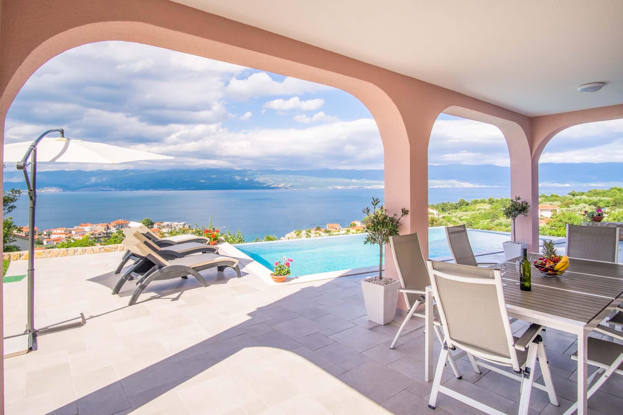 Wohnung mit Pool, tolle Meerblick, 500 Meter vom Strand