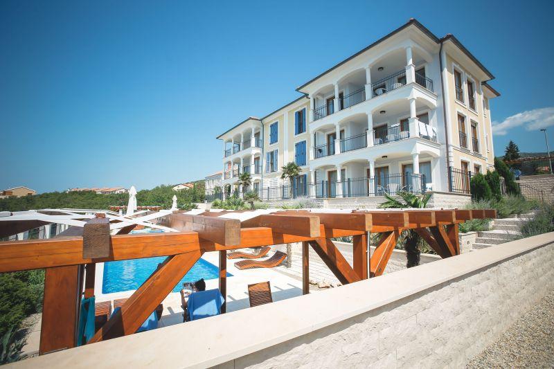 Luxus Wohnung mit  Pool, 10 m vom Strand entfernt